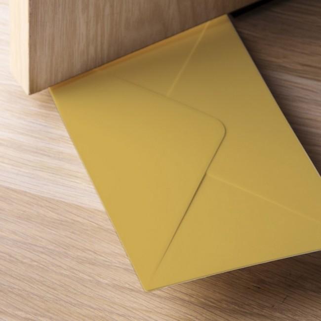 Купить Стоппер для двери Qualy 'You've Got Mail' коричневый (QL10151-BN)