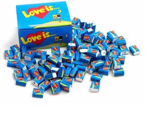 Подарок Блок жвачек 'Love is...' (банан-клубника)