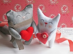 фото Супер подарок Любимой: игрушка + блок жвачек 'Love is...' #3