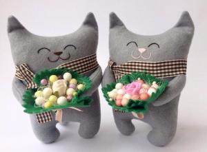 Подарочная игрушка 'Кот с букетом'