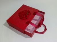 Подарок Подарочная коробка красная средняя