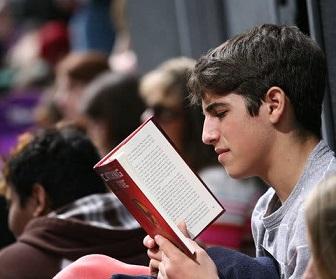 Топ-20 книг для підлітків: від дитячих забавок до дорослих проблем