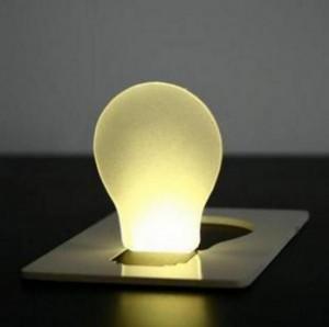 Подарок Карманный светильник складывается в форму визитки