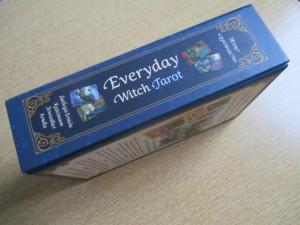 фото страниц Everyday Witch Tarot. Повседневное Таро ведьмы (78 карт и руководство) #2