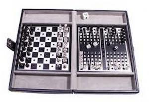 Настольная игра 'Дорожный набор в кожаном кейсе: шахматы, шашки, нарды'