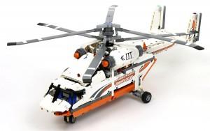 Конструктор LEGO Technic 'Грузовой вертолет'