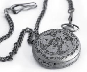 фото Коллекционные механические карманные часы Assassins Creed Unity #6