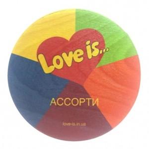 Подарок Жвачки 'Love is' в деревянной коробочке