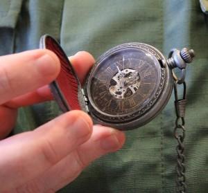 фото Коллекционные механические карманные часы Assassins Creed Unity #9