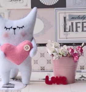 Подарок Подарочная игрушка 'Котик с сердцем'