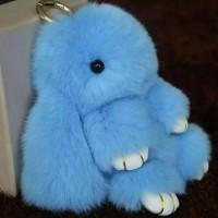 Подарок Меховой брелок на сумку в виде зайчика (голубой)