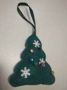 Подарок Елочная игрушка ручной работы 'Елка' (с колокольчиками)