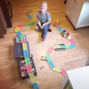 фото Гоночная трасса 'Magic Tracks' (Мэджик Трек) 440 деталей + 2 машинки #7