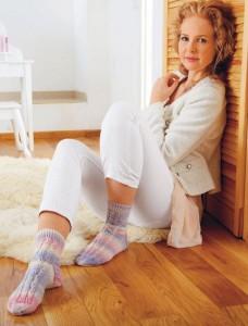 фото страниц Библия вязания крючком и спицами: носки, шали, свитера, уютные аксессуары #6