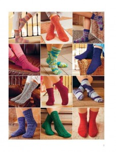 фото страниц Библия вязания крючком и спицами: носки, шали, свитера, уютные аксессуары #4