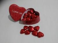 Подарок Конфеты сердечки в жестяной коробочке в форме сердца