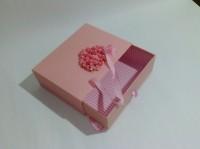 Подарок Подарочная коробка розовая средняя