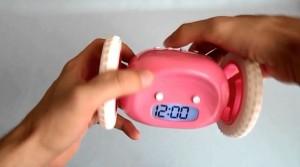 фото Убегающий будильник на колесиках розовый (top-282) #3
