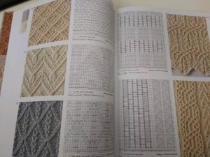 фото страниц Большая книга японских узоров. 260 необычных схем для вязания спицами #5