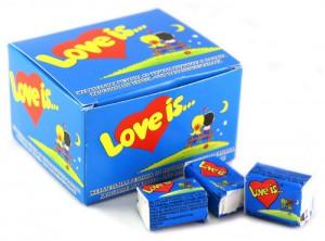 Подарок Жевательная резинка Love is... 'Клубника-банан' 20 шт.