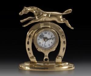 Подарок Часы настольные Virtus Horseshoe 16 x 14 см 880 г, золотистый (130018)
