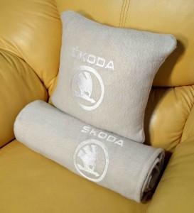 фото Плед-подушка автомобильный с вышивкой 'Skoda', в чехле #4