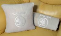 Подарок Плед-подушка автомобильный с вышивкой 'Skoda', в чехле