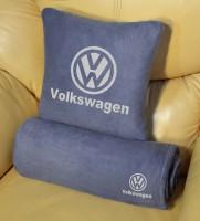 Подарок Плед-подушка автомобильный с вышивкой 'Volkswagen', в чехле