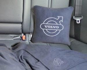 Подарок Плед-подушка автомобильный с вышивкой 'Volvo', в чехле
