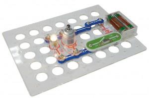 фото Конструктор Знаток 'Первые шаги в электронике' (34 схемы, набор С) #3