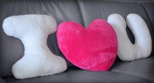 Подарок Набор подушек 'I love you' с малиновым сердцем
